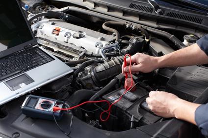 Prüfen der Fahrzeugelektrik mit einem Lesegerät